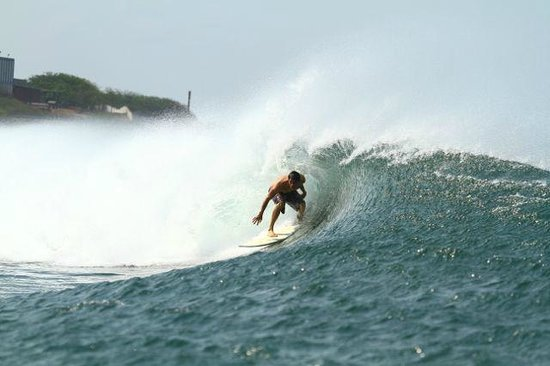 Surf Tours Nicaragua: fun fast left on rental board lazy b