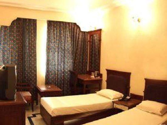 Hotel Aavanaa Inn