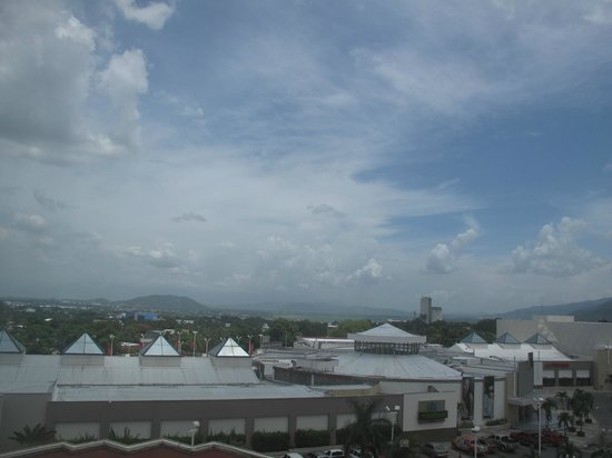 Real InterContinental San Pedro Sula at Multiplaza Mall: Mountains in the distance