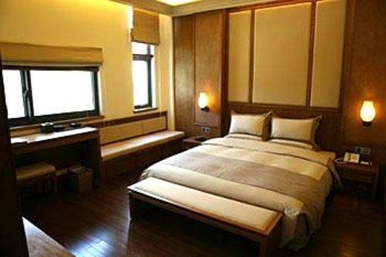 Lingshan Inn Photo