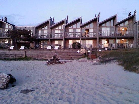 Schooner's Cove Inn: From the beach
