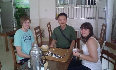 playing weiqi