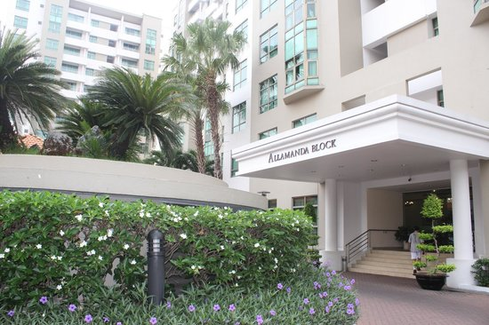 Somerset Ho Chi Minh City: Entrance of apartment