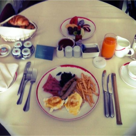 Centara Grand at CentralWorld: in-room breakfast