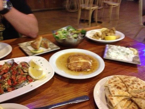 The Greek Authentic Cuisine: blandede retter