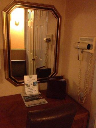 Abbey Hotel: Рабочий уголок