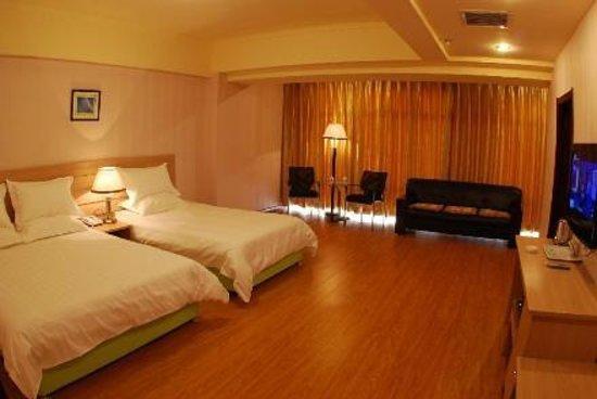Rising Hotel (Dandong Shiyiwei Road)