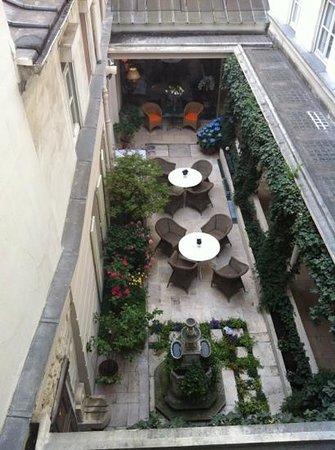 Hotel d'Angleterre, Saint Germain des Pres: giardino interno