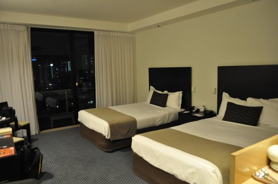 Crowne Plaza Surfers Paradise: my superior twin room