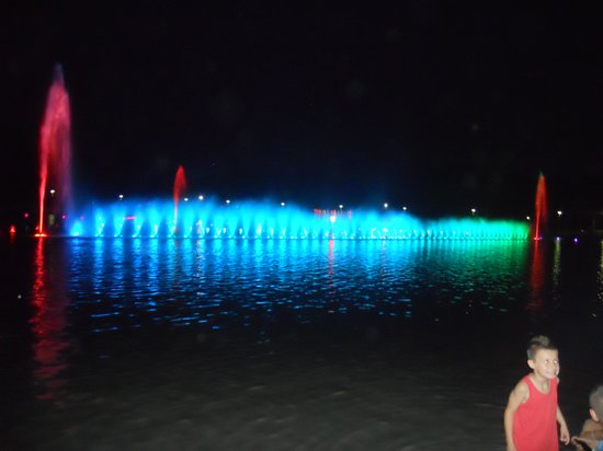 Multimedia Fountain at Pergola : The fountain playing