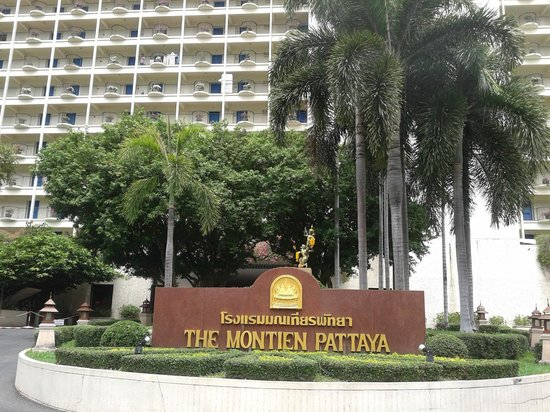 Montien Hotel Pattaya: Beautiful garden around