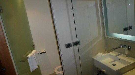 Rooms: Executive King Room, Facing Airport