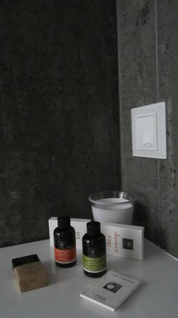 Hotel Metropolis: Bathroom amenities by Apivita