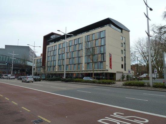 Future Inn Cabot Circus Hotel: Exterior