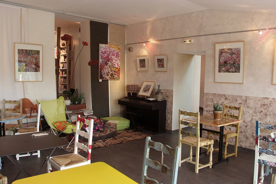 Bievres, Frankrike: La salle, une expo peinture C Bouffard