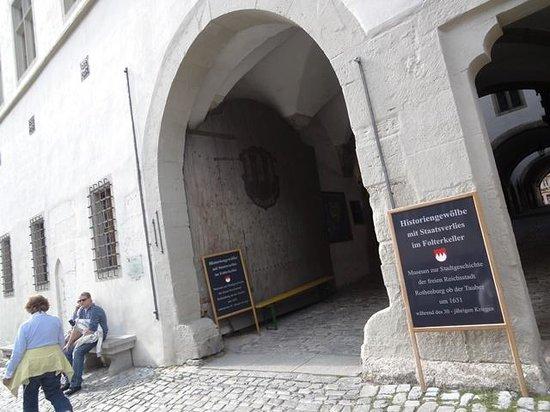 Historiengewölbe mit Staatsverlies: etrance of Rothenburg Historical Vaults