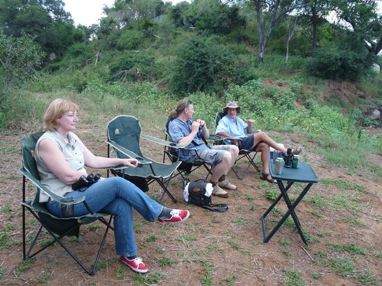 Muweti Bush Lodge: Sundowners on the banks of the Olifants River