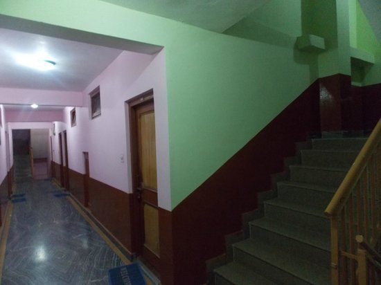 Hotel Snow Bird: Cooridor with Stairs