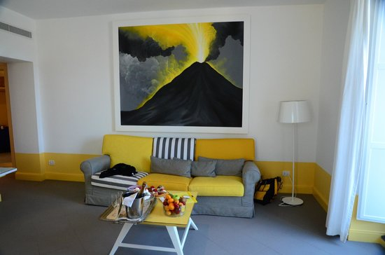 Palazzo Jannuzzi Relais: Hotel in yellows, grays and black