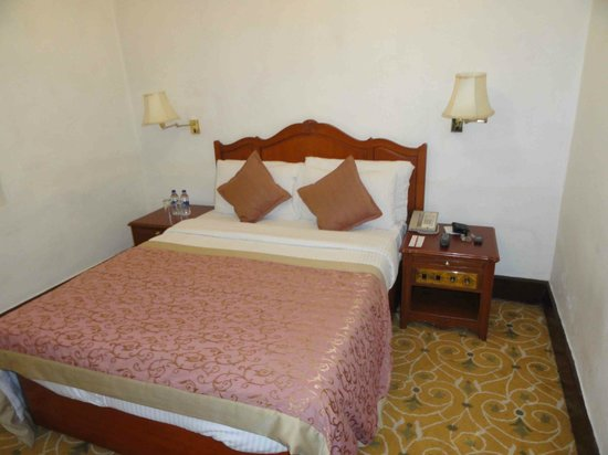 Taj Savoy Hotel, Ooty: Queen sized double bed