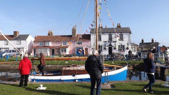 Heybridge Basin: The Old Ship