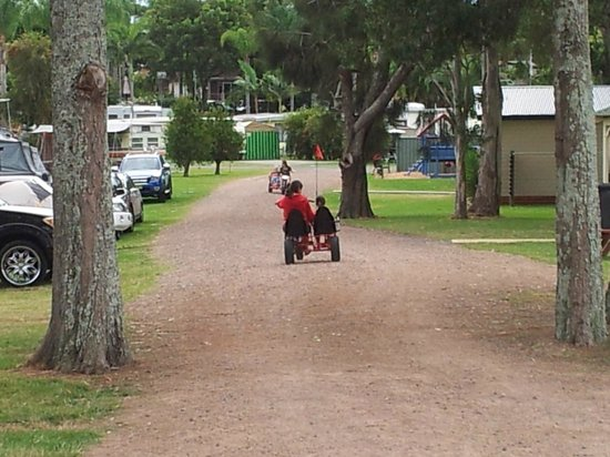 BIG4 Karuah Jetty Holiday Park: The road to grass powered sites