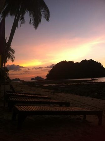 Orange Pearl Beach Resort: beach
