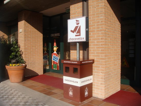 Etruscan Chocohotel: eingang zum hotel