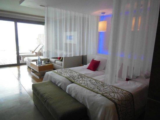 Amathus Elite Suites: Room