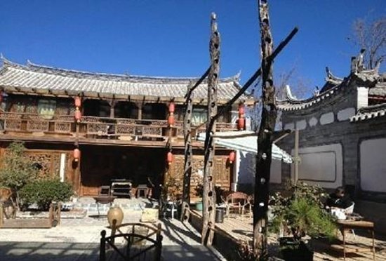 Baisha Holiday Resort Lijiang: courtyard