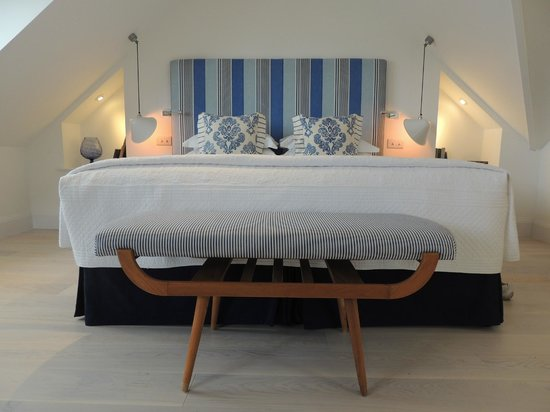 Trevose Harbour House: very comfortable bed. (Room 6)