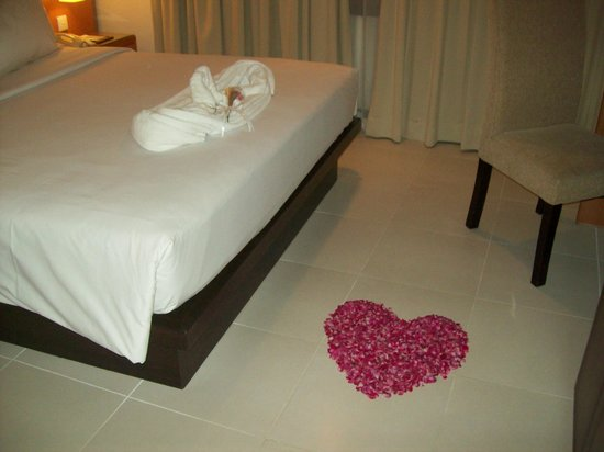 Hotel Santika Pandegiling Surabaya: Honeymoon-style
