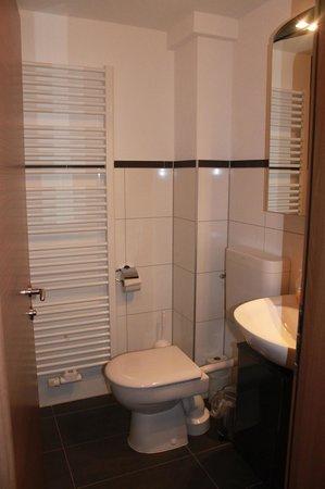 Gästehaus über dem See: wirklich tolles Badezimmer