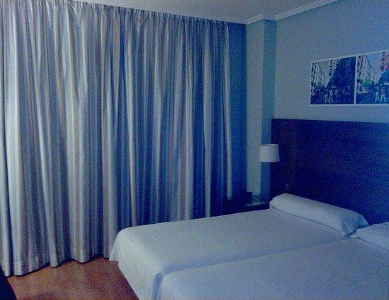 Hotel Avant Aeropuerto: Habitación de dos camas sencillas