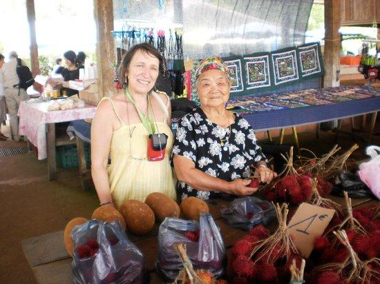 Guayana Francesa: une vendeuse Mong ...très souriante