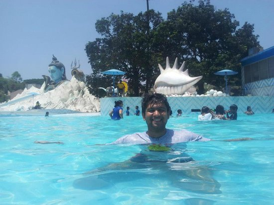 Thane, India: Wave water pool