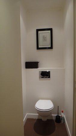Villa Versailles : separate toilet