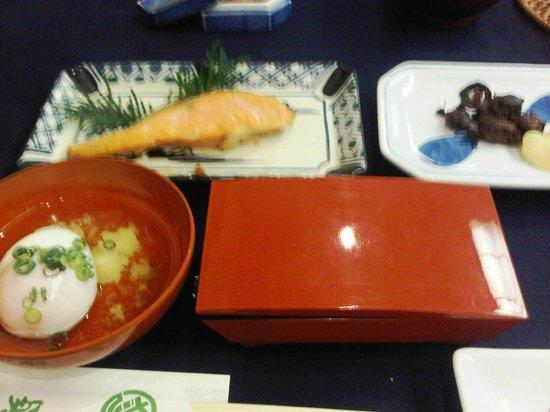 Sukeroku No Yado Sadachiyo : grilled salmon pickles and poached egg