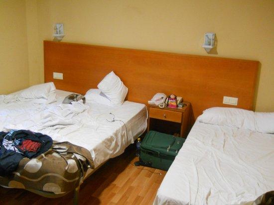Hotel GIT Casablanca: Habitación sin arreglar