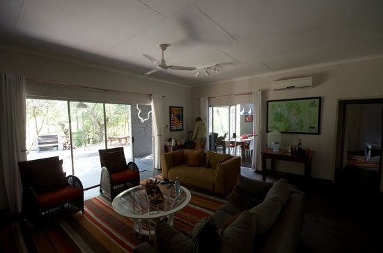 Vuyatela Lodge & Galago Camp: living area in main building at Galago