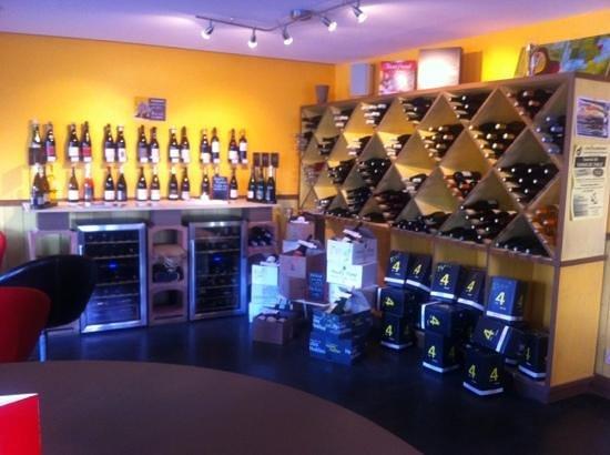 Le Bouchonnet: la cave a vins