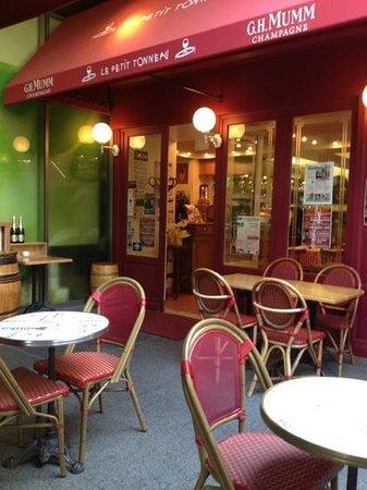 Le Petit Tonneau Toranomon: outside seating area