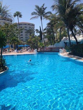 SENTIDO Gran Canaria Princess: beautiful pool and poolside