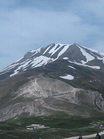 Rifugio a Castelluccio di Norcia: Vista Monte Vettore dal Rifugio