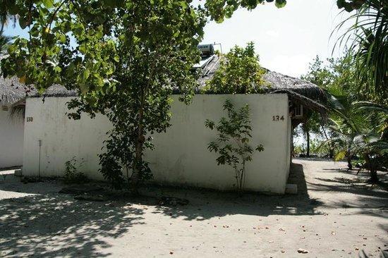 Filitheyo Island Resort: Eingang zur Superior Villa 134