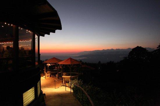 The Kula Lodge: クラロッジ夕景
