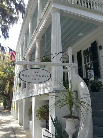 The Rhett House Inn: Front Porch - great place for breakfast and afternoon cocktails