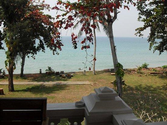 Koh Chang Grand View Resort: Blick von den Villas aus zum Meer