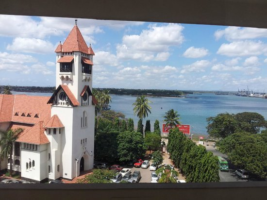 New Africa Hotel: View from room on church and sea