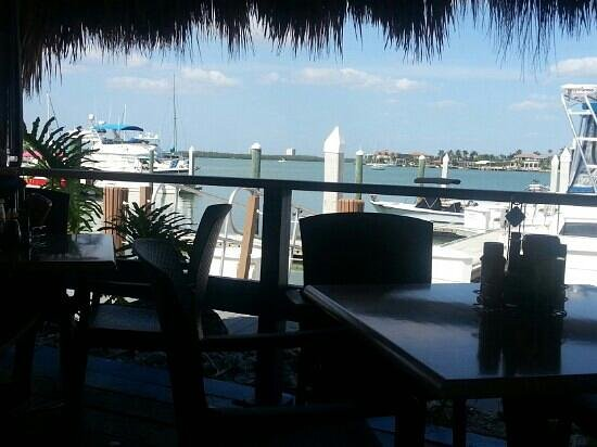 Dolphin Tiki Bar & Grill: View of the marina from our table@ Dolphin Tiki